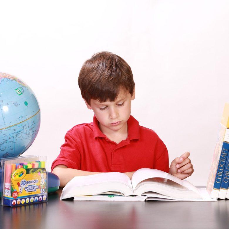 ajudar criança com dislexia a ler melhor