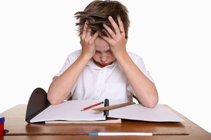 Sinais de dislexia na infância: Saiba se é hora de procurar um profissional