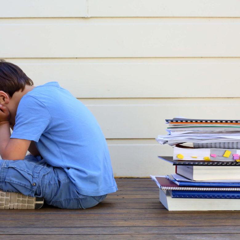 Meu filho tem dificuldade para aprender a ler e escrever